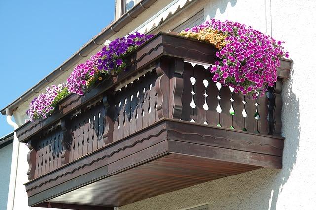 balcony-200431_640